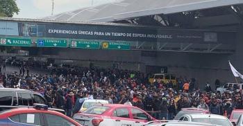 En demanda de su finiquito, policías federales bloquean la Terminal 1 del Aeropuerto