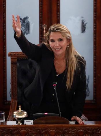 Jeanine Áñez asume como presidenta interina de Bolivia