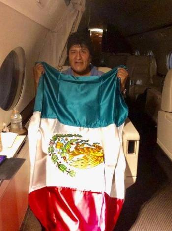 Avión de la Fuerza Aérea que traslada a Evo Morales, despega de Paraguay
