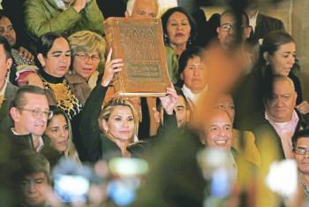 Sin quórum, senadora opositora  se proclama presidenta de Bolivia