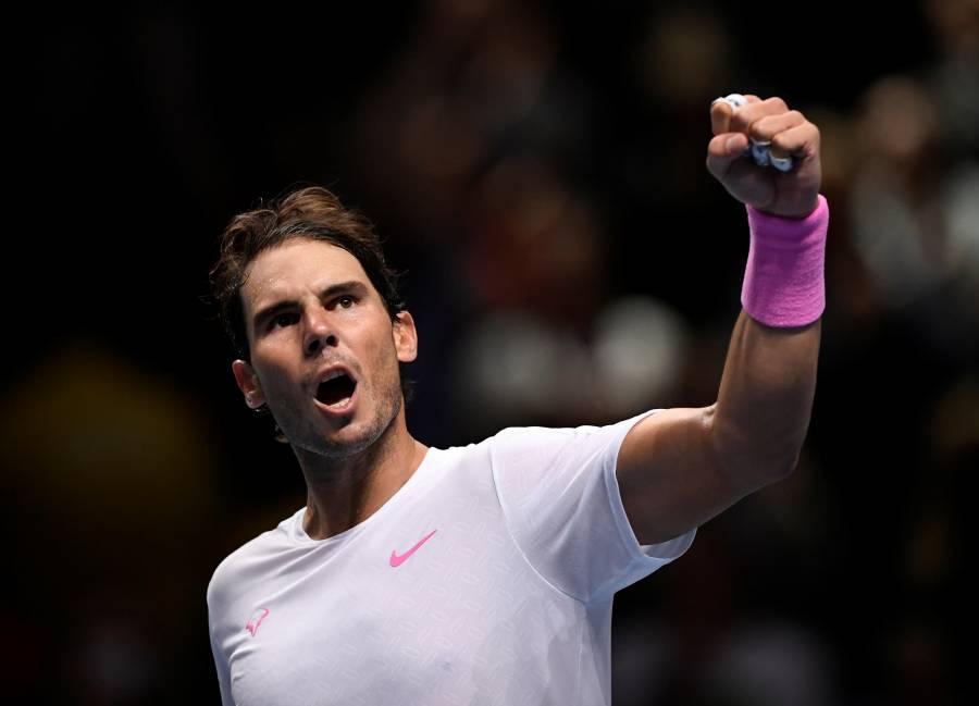 Con dificultades, Nadal vence Medvedev y sigue con vida en el ATP Finals