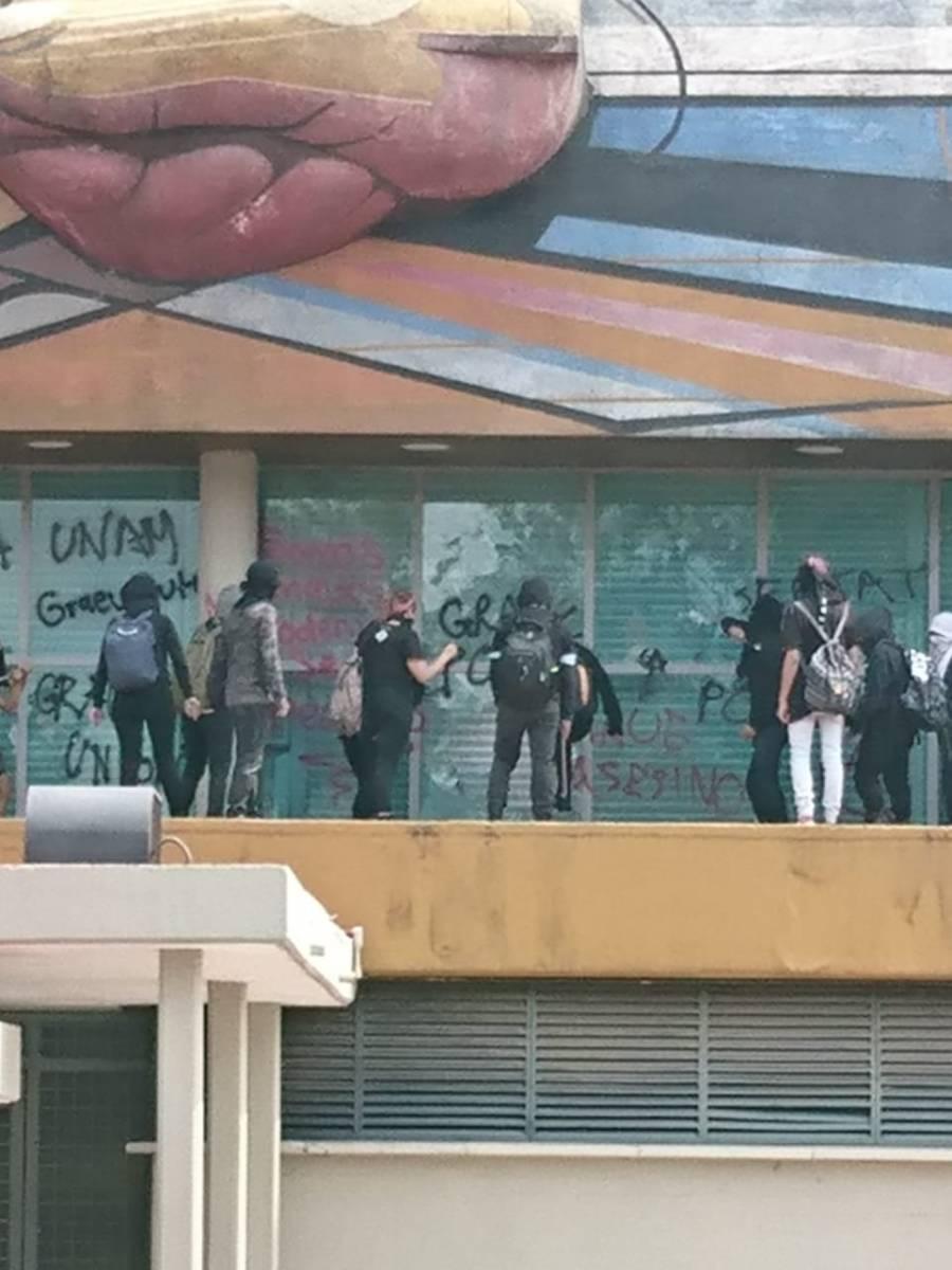 Denuncia UNAM embate artero por parte de delincuentes embozados a Torre de RectorÍa