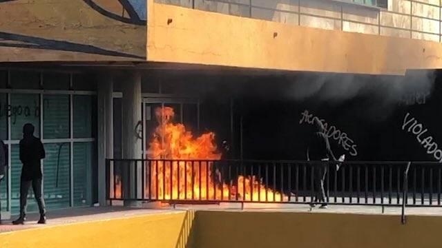 Encapuchados agreden a reporteros en Rectoría de la UNAM en marcha