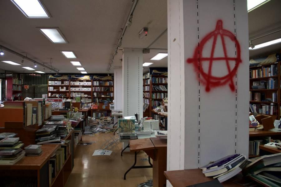 Habrá inventario tras daños en librería, anuncia Jorge Volpi