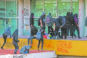 PGJ investiga a encapuchados por daños a instalaciones de Universidad