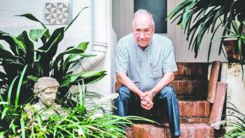 Dan Premio Cervantes al poeta catalán que dirige última obra maestra de Guadí