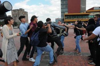 Vandalizan Rectoría de la UNAM, en Ciudad Universitaria