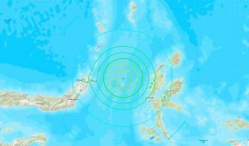 Terremoto de 7.4 grados remece Indonesia; emiten alerta de tsunami