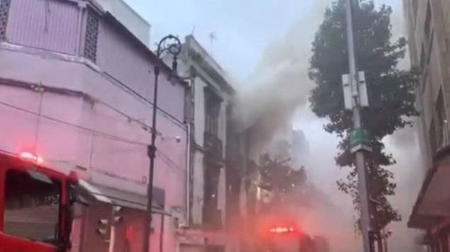 Un fuerte incendio se registra en el Centro Histórico de la capital