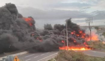 [Video] Pipa se incendia luego de volcarse en carretera de Veracruz