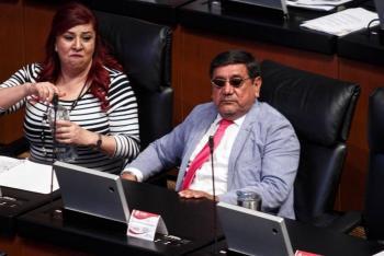 Critican en redes a Félix Salgado tras presumir costoso Rolex en el Senado