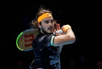 Tsitsipas eclipsa a Federer y alcanza la final del ATP Finals