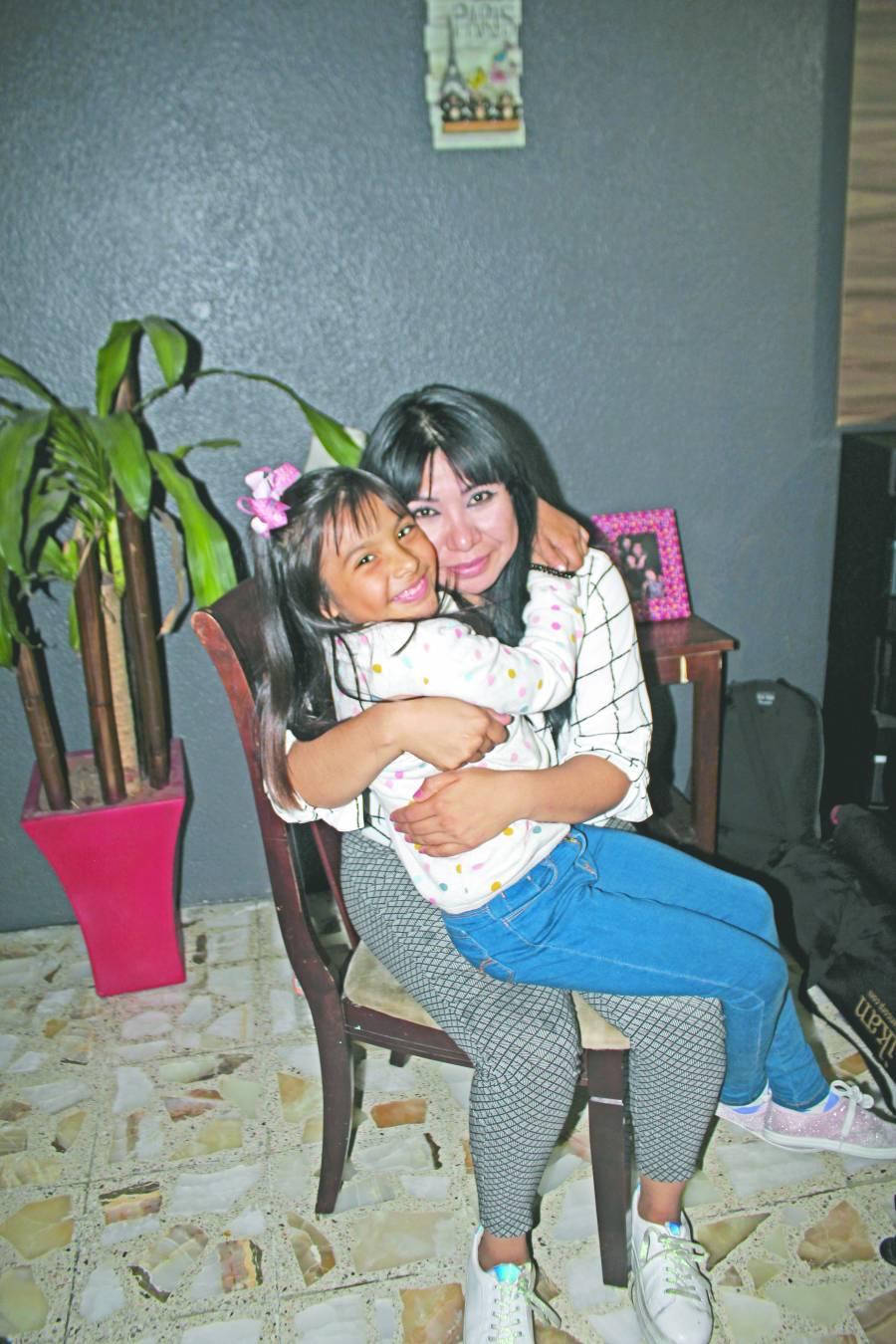 Con ocho años Adhara López ya estudia ingeniería