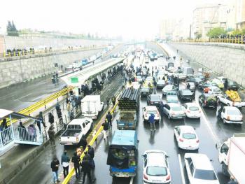 Matan a policía en protesta  por gasolinazo en Irán