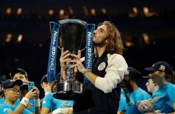 Tsitsipas es campeón y luce como el más joven en ganar el torneo