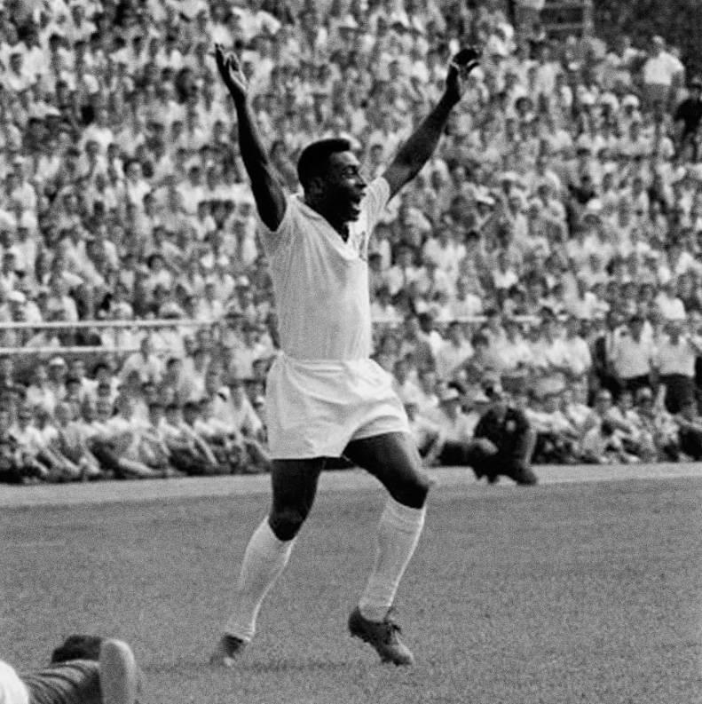 Pelé celebra 50 años de su histórico gol 1000