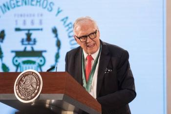 AMLO entrega Premio Nacional de Arquitectura 2018 a Joaquín Álvarez Ordóñez