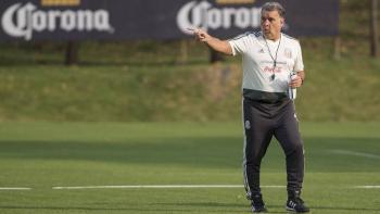 Tata Martino exige reducción de extranjeros en la Liga MX