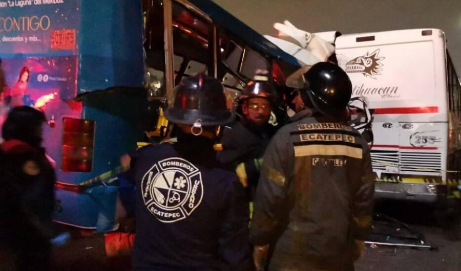 Suman 13 muertos tras choque de autobuses en la México-Pachuca
