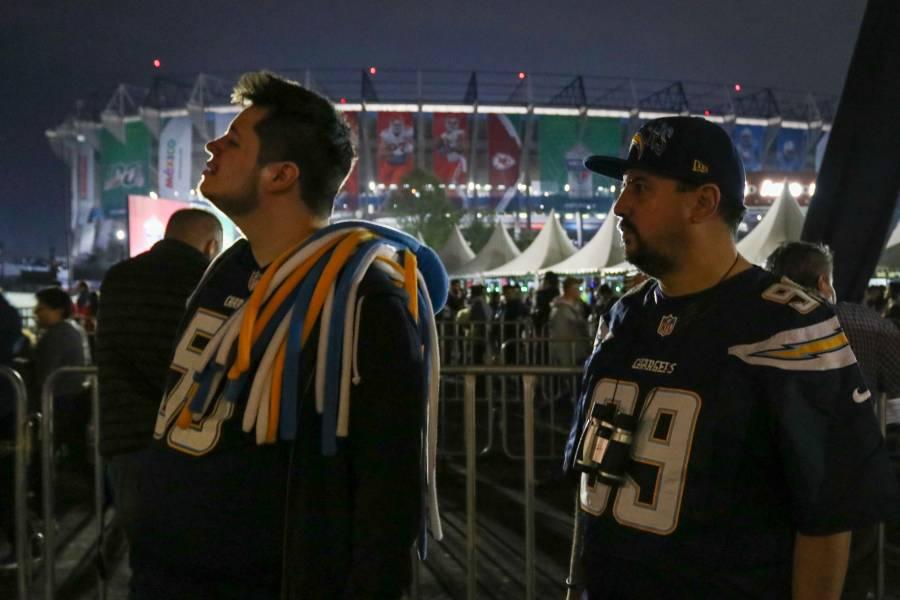 Roban celulares y carteras, a la salida del evento de la NFL en el Estadio Azteca