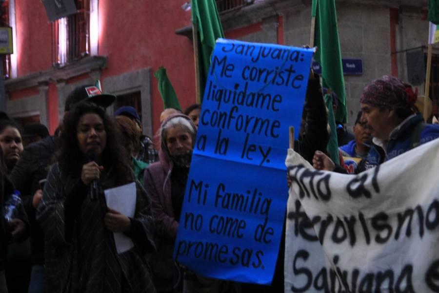 Demandan ex trabajadores de Notimex su liquidación o su plaza