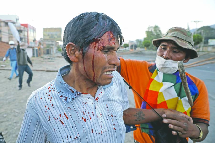 Camiones de combustible rompen cerco indígena