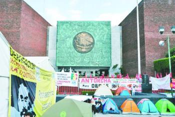 """Campesinos amagan con """"sumarse"""" al desfile"""