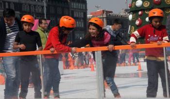 La pista de patinaje en el Zócalo será de acrílico, no de hielo