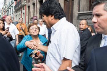 """""""Mezquino"""" cuestionar ayuda y protección a Evo Morales: AMLO"""