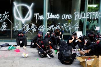 Policía mantiene el cerco en universidad de Hong Kong
