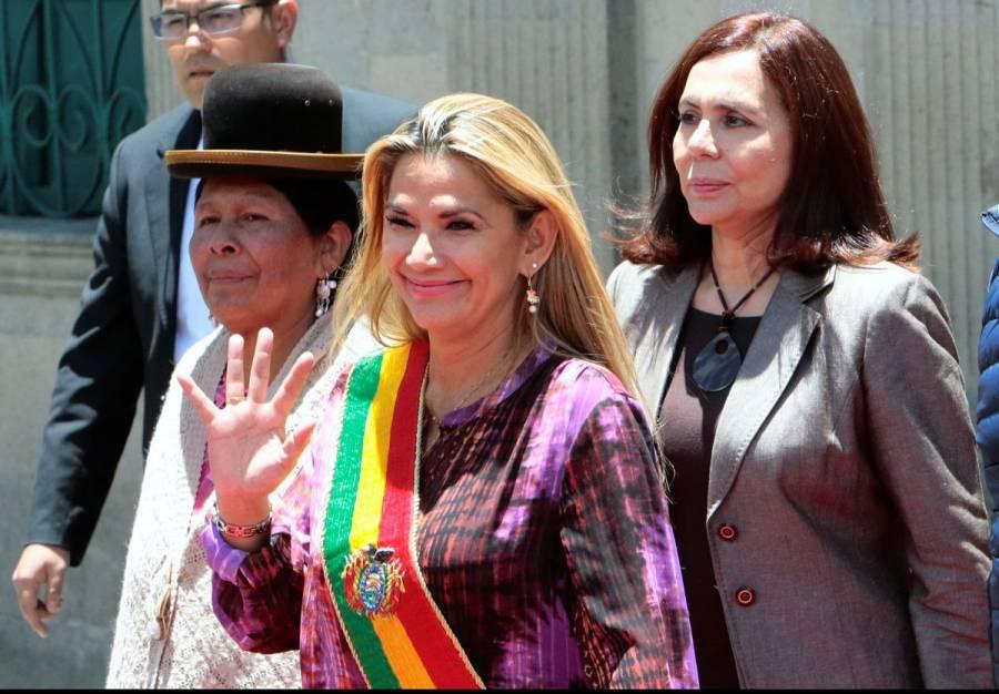 Jeanine Áñez convocaría a elecciones en Bolivia este miércoles