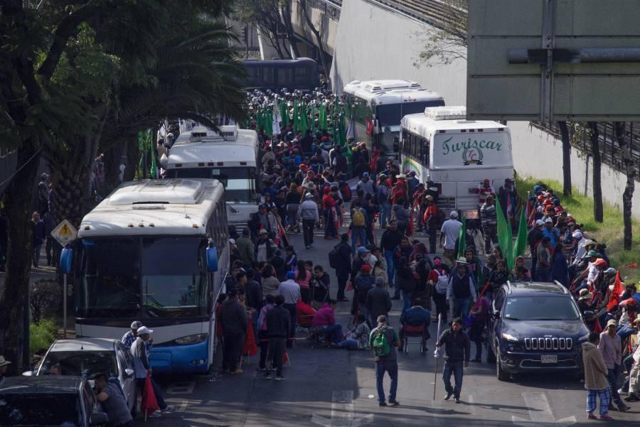 Campesinos intentan llegar al Zócalo en pleno desfile