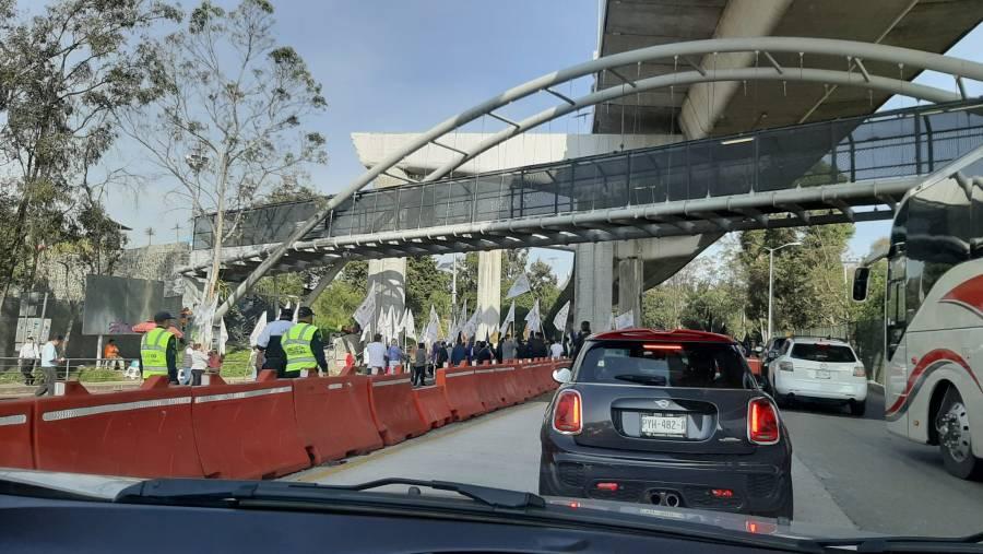 Manifestantes bloquean caseta México-Cuernavaca