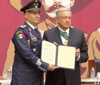 AMLO asciende a General al piloto que trasladó a Evo Morales hacia México
