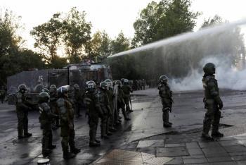Policía suspende uso de balines en control de protestas en Chile