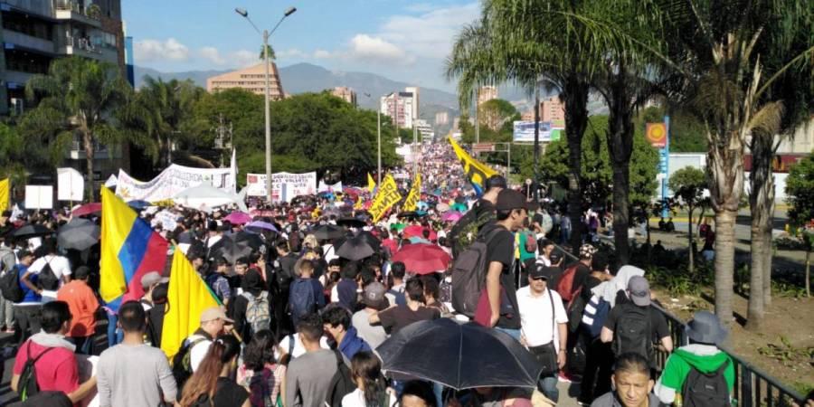 Marchan miles contra políticas del Gobierno de Colombia