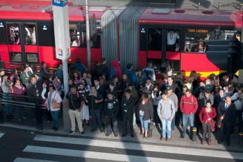 Metro y Metrobús cierran estaciones por protestas en San Lázaro