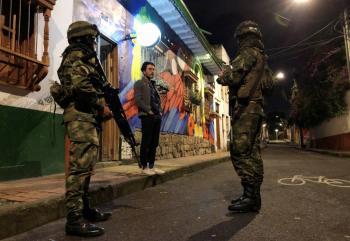 Decretan toque de queda en toda Bogotá