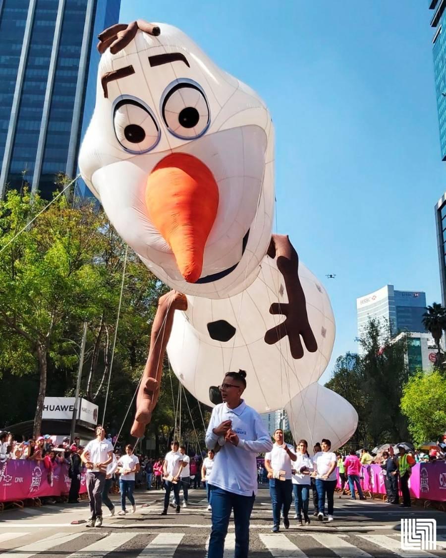 Se lleva a cabo Desfile Navideño en la CDMX