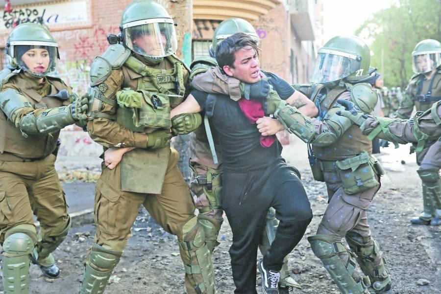 Piñera va por Ley para usar militares en manifestaciones