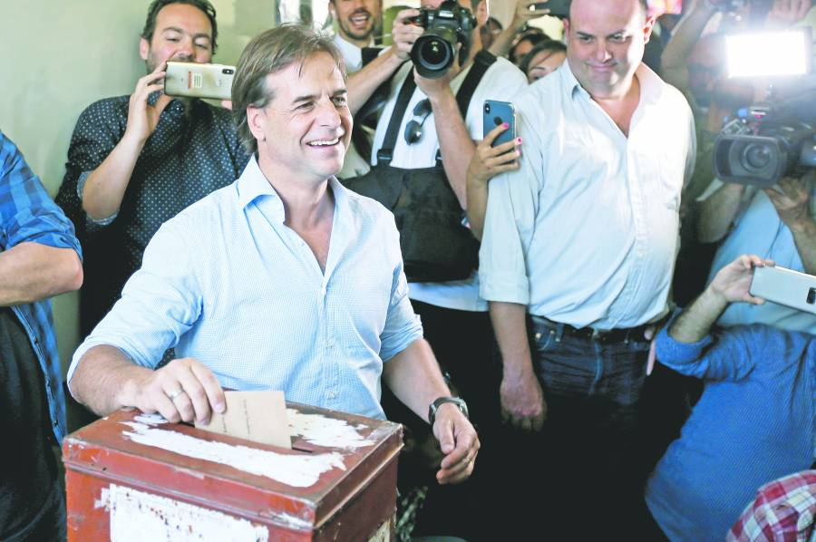 En suspenso, ganador de  elecciones en Uruguay