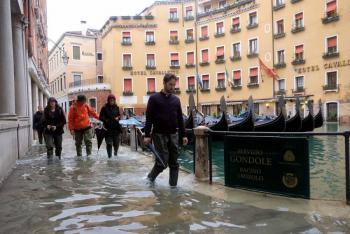 """Vuelve el miedo a Venecia por fenómeno de """"Acqua alta"""""""
