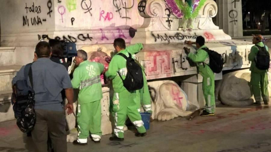 Inicia limpia de pintas realizadas por encapuchadas en marcha feminista