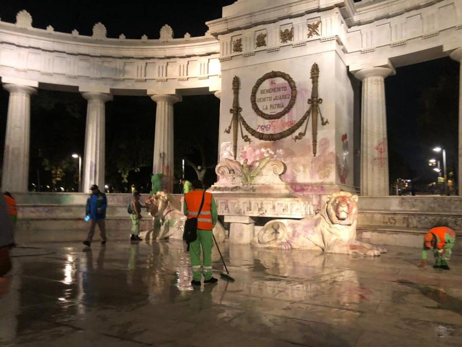 Comienzan labores de limpieza tras marcha en paseo de la Reforma