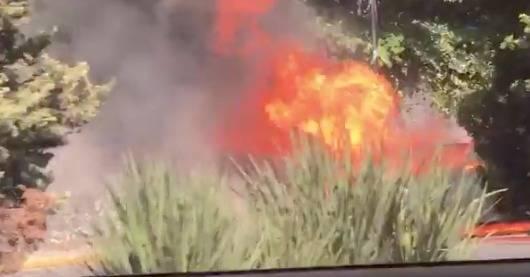 Se incendia auto frente al Hospital Ángeles del Pedregal