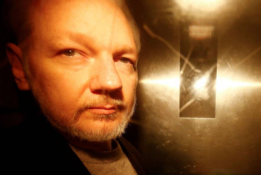 Médicos advierten que Julian Assange podría morir en prisión
