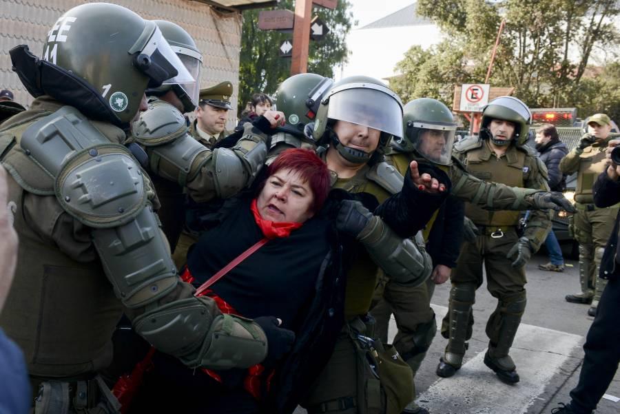 """Carabineros cometieron """"graves  violaciones a los DH"""": HRW"""