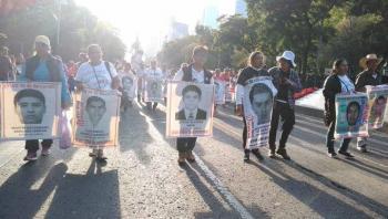 Inicia Marcha de los padres de los 43 desaparecidos de Ayotzinapa