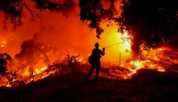 Desalojan a unas 6 mil personas de sus viviendas por incendio en California