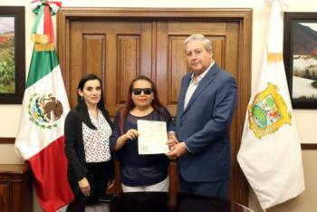 Coahuila entrega la primera acta de nacimiento en braille